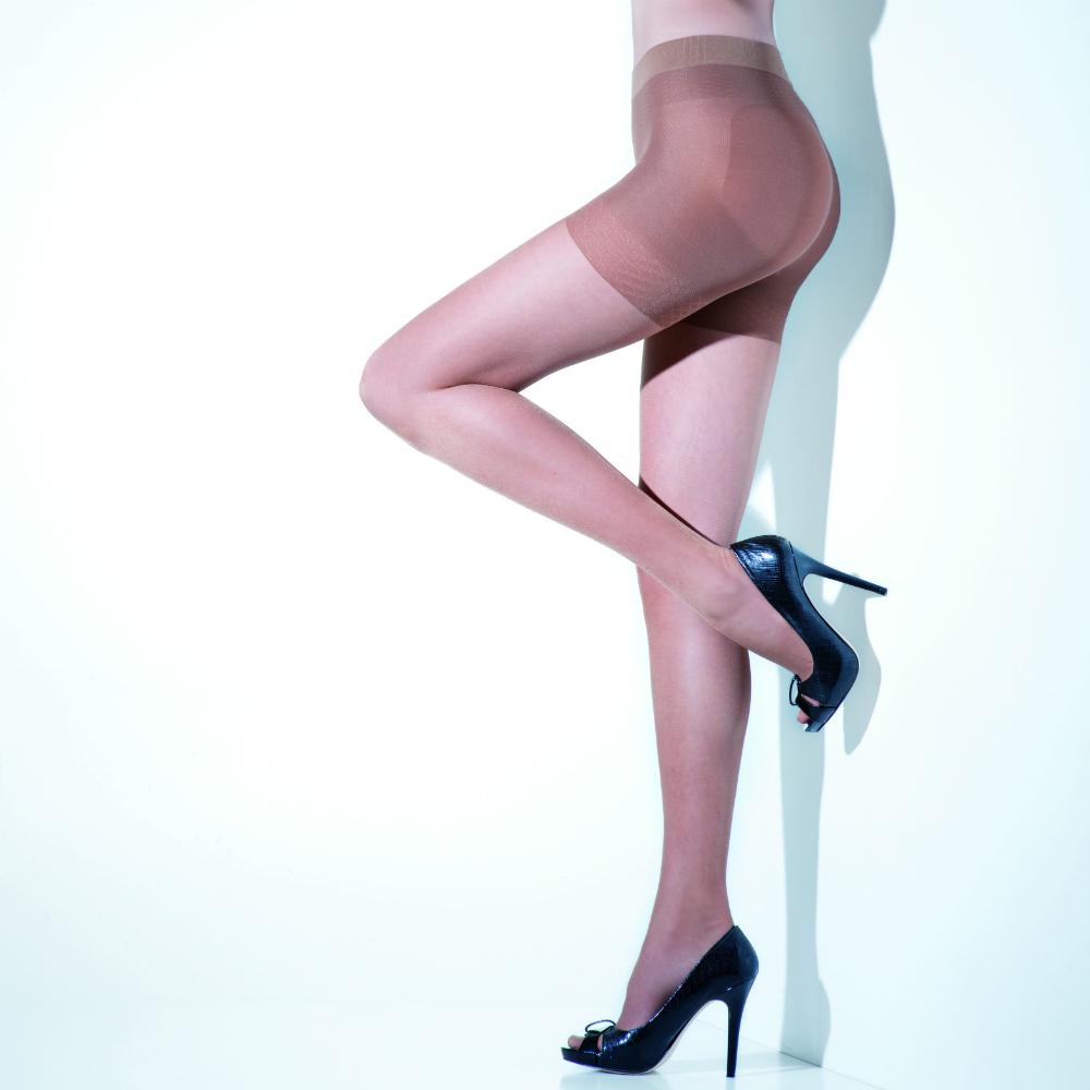 Panty elasticada transparente ,mate ,sin puntera  realza e gluteos,contrae el abdomen,reduce la cintura,afina los muslos,reduce una talla  con demarcacion , rombo anatomico de algodon  80%poliamida, 20% elastano