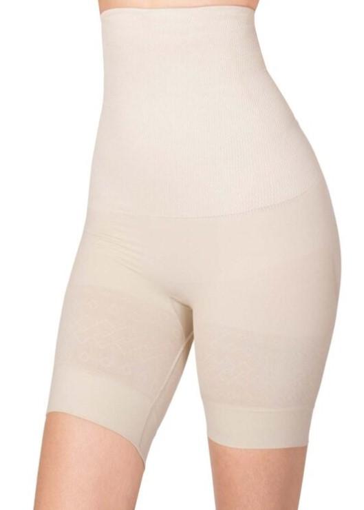 Controla el abdomen y estiliza la cintura. Levanta y reafirma los glúteos. Sin costuras