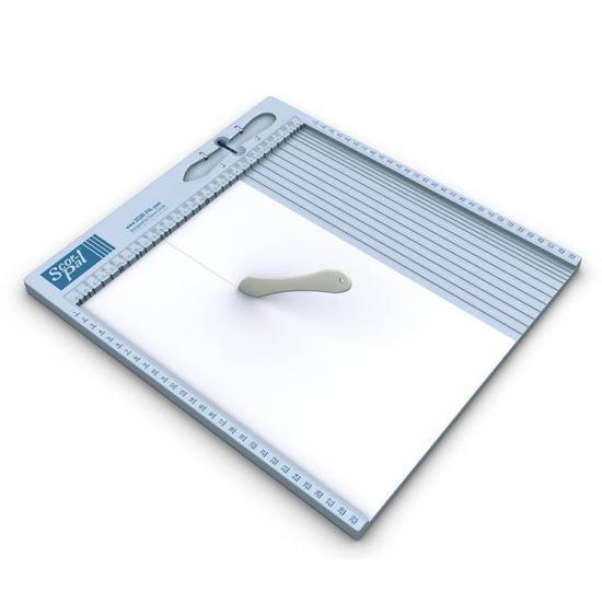 Realiza perfectos pliegues y olvídate de medir para hacerlos. Con esta tabla podrás marcar pliegues, crear sobres y cajas personalizadas.