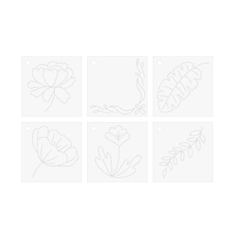 Con esta herramienta podrás crear hermosos cosidos en tus proyectos, tanto usando las plantillas que trae el set (también se venden otros modelos aparte) o simplemente ideando tus propios diseños.  La herramienta trae un soporte para el carrete que se cambia muy facilmente.  Con la base y el marco imantado podrás sujetar el papel o la tela para que no se mueva mientras haces el cosido.