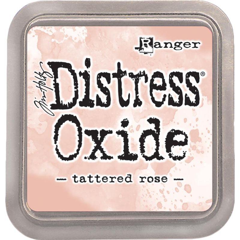 Tinta Distress Oxide  Reactiva al agua, ideal para combinar y trabajar con nuestras tintas distress habituales. Esta nueva gama de colores Oxide es opaca y muy cubriente,imita el efecto oxidado al aplicar agua y combina a la perfección con la paleta de coloresdistress. Cuanta más agua se aplique, más intenso es el efecto óxido y más se difumina el tinte. En los colores oscuros el efecto oxidado es más marcado.  Puedes usarlas con sellos, pinceles, stencil o puedes aplicarlas directamente sobre la superficie. Su consistencia hace posible, incluso, estampar sobre colores oscuros. Se difuminan y mezclan fácilmente aunque puedes ayudarte de un aplicador. El efecto es mate, estilo chalk, una vez seca (si no hemos aplicado agua para conseguir el efecto óxido).  La tinta se presenta en formato tampón de fieltro. Secado lento, se puede usar para embossing. Resistente a la decoloración y libre de ácidos.