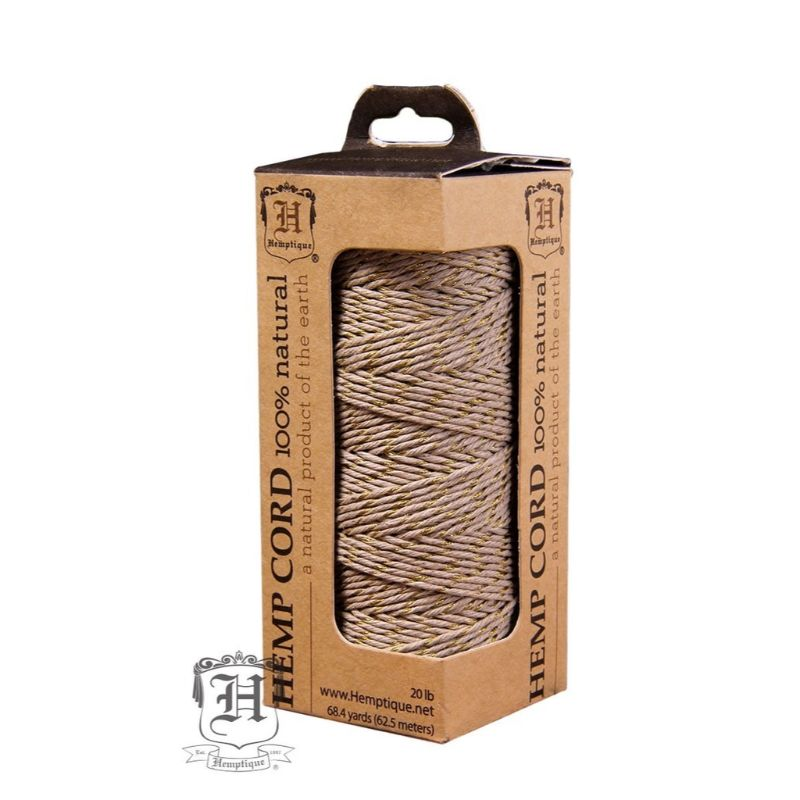 Hilo de fibranatural de cañamo con glitter doradoutilizado en scrabooking, tarjetería, encuadernación y en otras manualidades, es biodegradable de 1 mm. de espesor, 62.5mt.  Equipo Scrapyart