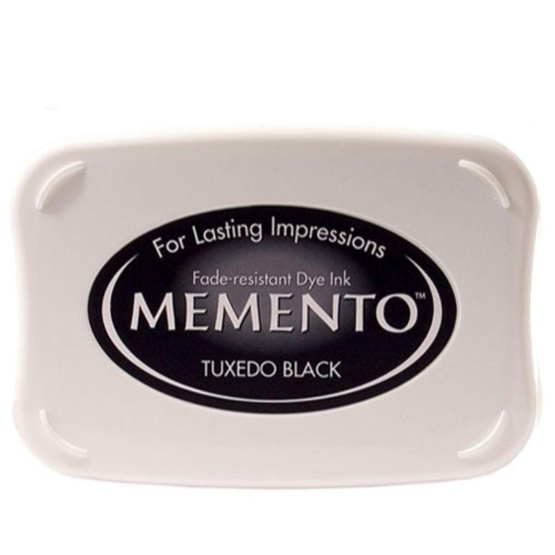 Las almohadillas de tinta Tsukineko memento presentan tintas de tinte extraordinariamente resistentes a la decoloración que las han convertido en un elemento básico para los artesanos de papel nuevos y experimentados.