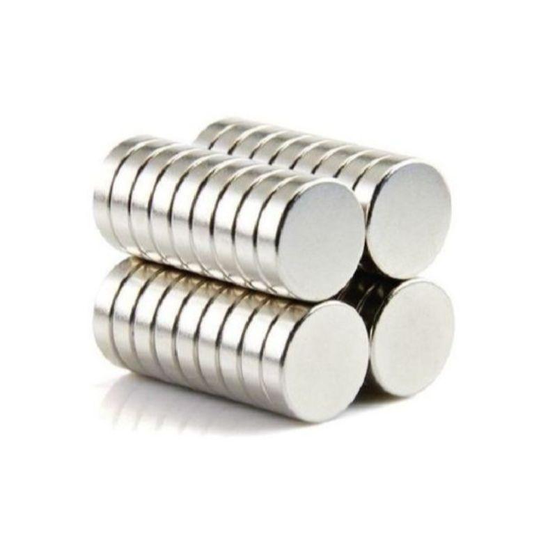 Imanes redondos para Scrap, Manualidades y mas.  35 Unidades  tamaño: 1cm x 1.5mm