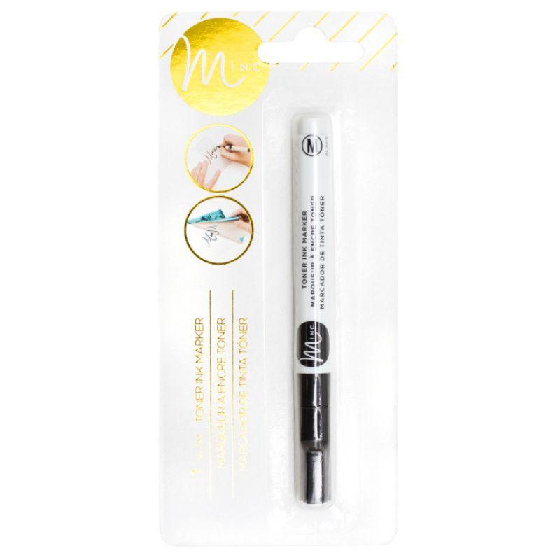 Toner Ink Pen de Heidi Swapp  ¡El marcador de tinta de tóner te permite crear tus propios diseños dibujados a mano o tambien agregar tus propios toques personales a todos tus proyectos de laminado en foil.  Uso: Se hace un dibujo o diseño con el Toner Ink Pen , luego se coloca una lamina Minc encima y se pasa por Minc para que quede laminado en foil.  Equipo Scrapyart