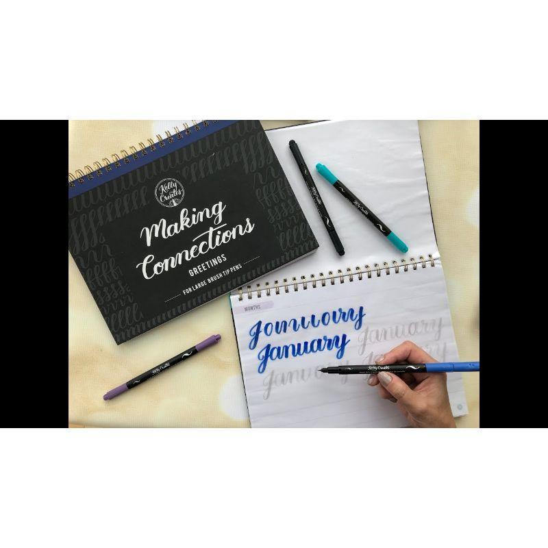 """Making Conections """"Greetings"""" de Kelly Creates  Especiales para usarlos con los Brush pen punta Large .  Los Blocks de practica de Kelly Creates son perfectos para perfeccionar nuevas habilidades y practicar las viejas. Estos Blocks de practica de Connections te ayudan a aprender a conectar letras para formar palabras mientras escribes. Cada uno incluye papel de calcay hojas de trabajo para sentimientos y ocasiones especiales. Este paquete incluye un gran libro de conexiones de pincel con 128 páginas..  Equipo Scrapyart"""