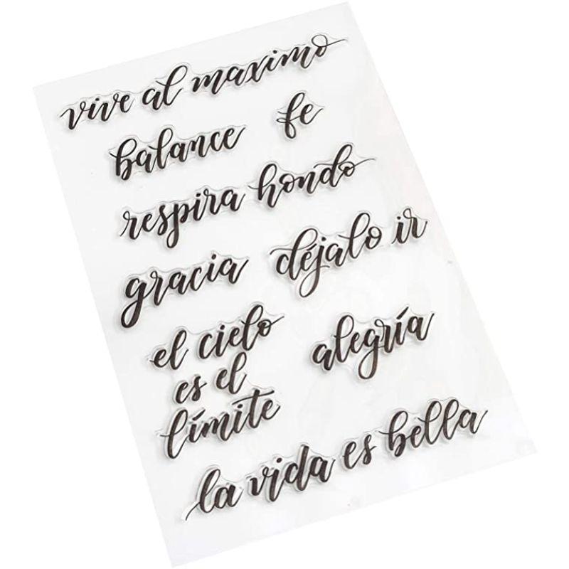 Set Sellos de Citas  ¡Agregue frases en español especiales para cualquier proyecto de lettering con los sellos Kelly Creates! Estos hermosos sellos se pueden usar con tu color de tinta favorito y un bloque acrílico, conseguiras hacer sellos perfectos en todo momento. Este paquete incluye 9 sellos en español.  Equipo Scrapyart