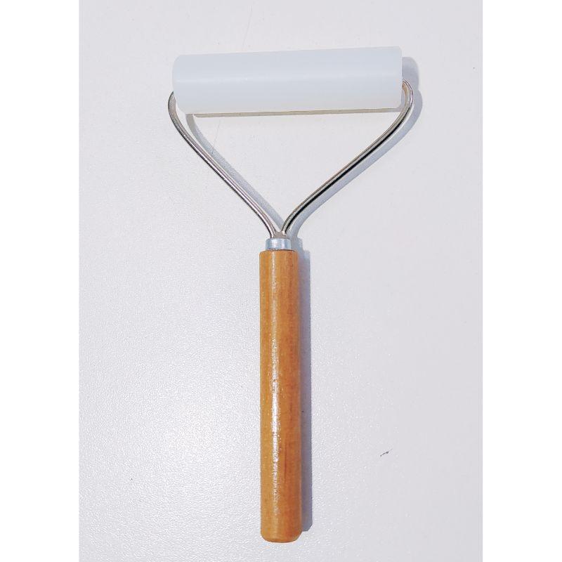 Rodillo de T- Flon , ideal para usarlo en todo tipo de proyectos scrapboking, cartonaje, tarjetería y otras manualidades.  Rodillo: 8 cm