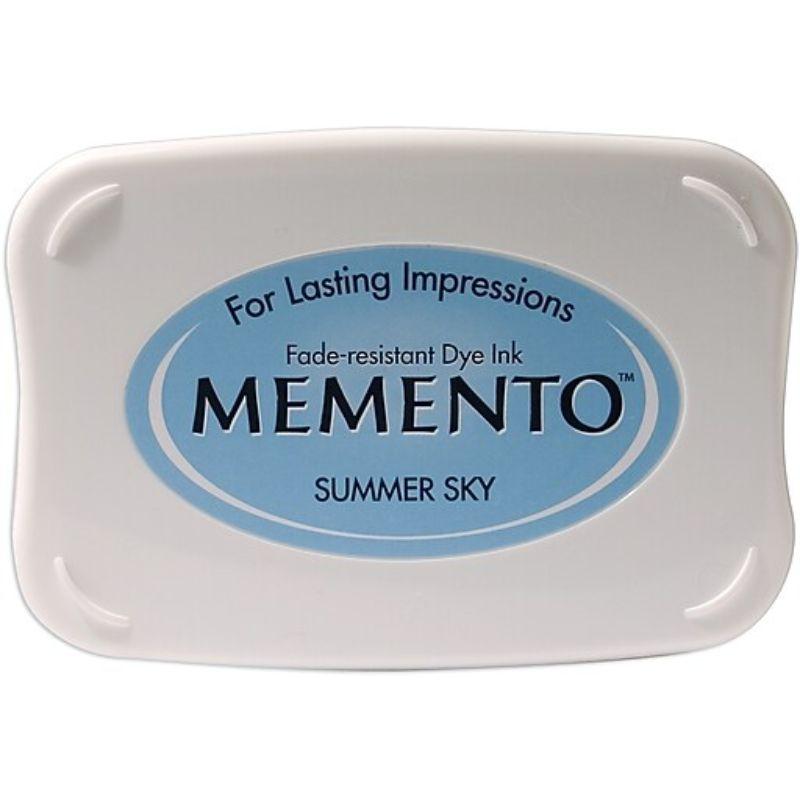 """Tinta Memento """"Summer Sky""""  Las almohadillas de tinta Tsukineko memento presentan tintas de tinte extraordinariamente resistentes a la decoloración que las han convertido en un elemento básico para los artesanos de papel nuevos y experimentados.  Equipo Scrapyart"""