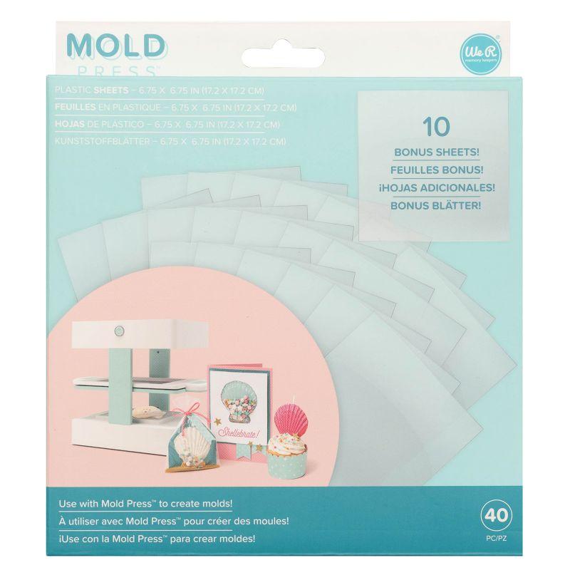 Mold Press Plastic Sheets x 40  Laminas de plásticopara usar con la máquina Mold press de We R Memory Keepers, y crea moldesdivertidos! En el paquete se incluyen 40láminas de plástico transparente que forman parte de la colección Mold Press.  17.2 x 17.2 cm  Equipo Scrapyart