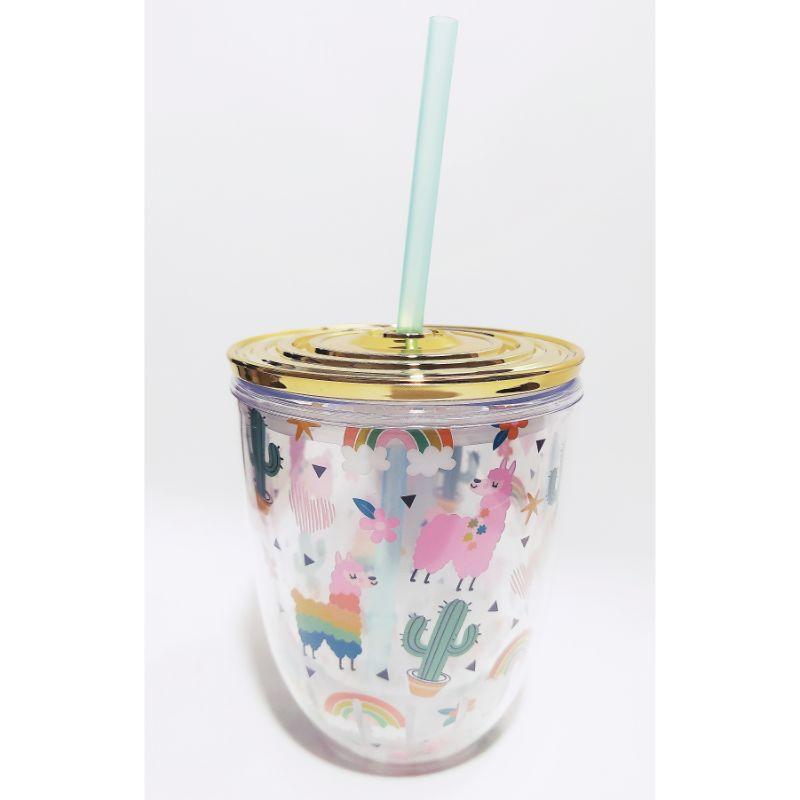 """Vaso Acrílico """"Alpaca""""  Sirve tu jugo o refresco favorito en este hermoso vaso con sorbete y tapa dorada hermética. Excelente para esos momentos de relax en tu espacio o taller de manualidades.  Equipo Scrapyart"""