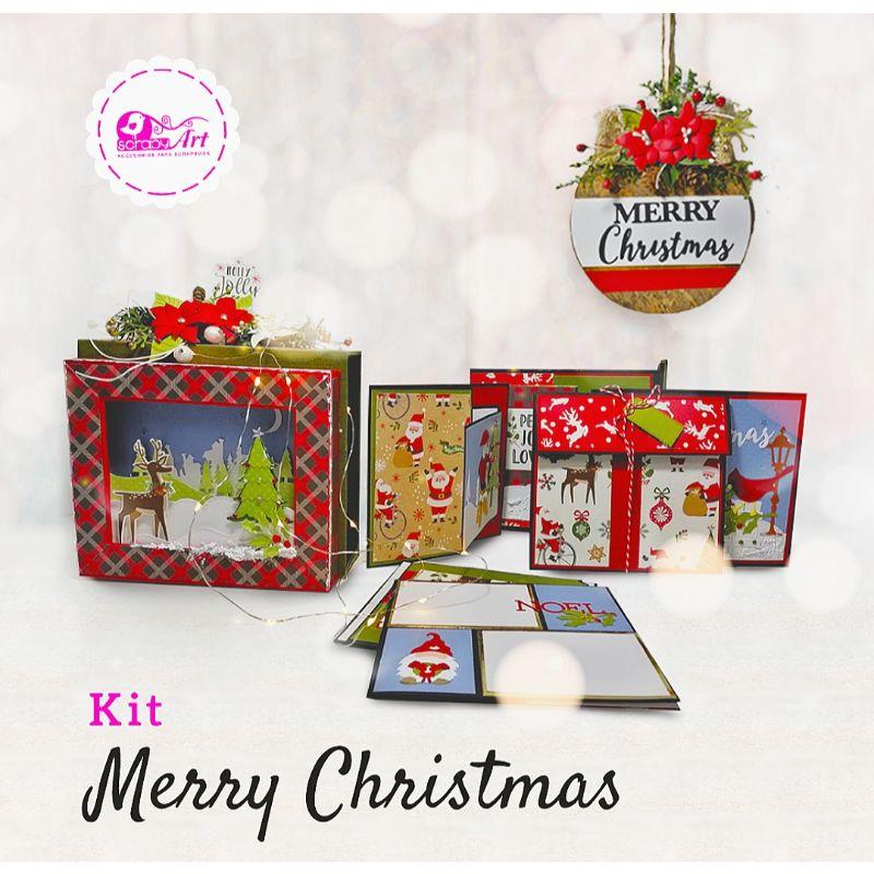 Kit Merry Christmas (Terminado)  - Album con Caja   Dimensión caja: 19.5 x 17 cm   Dimensión álbum 16 x 14.5 cm   4 estructuras de tarjetas con capacidad para colocar 15 fotos.  - Bola navideña   Base de madera forrada con lino tipo corcho vintage, mide 14 cm de  diámetro.  Equipo Scrapyart