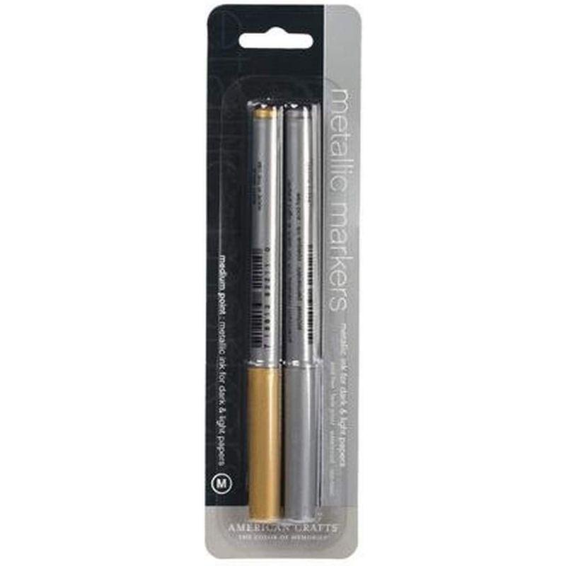 Marcador Metalico Silver/ Gold  La tinta es libre de ácidos, resistente a la decoloración, impermeable, no tóxica y permanente  Medida : Punta Medium