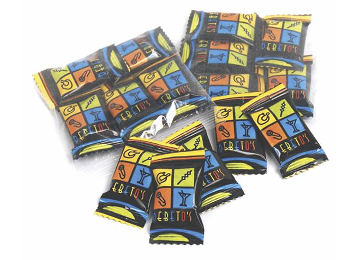 Pack con 5 caramelos con logo, variedad de diseños en un pack novedoso y original.
