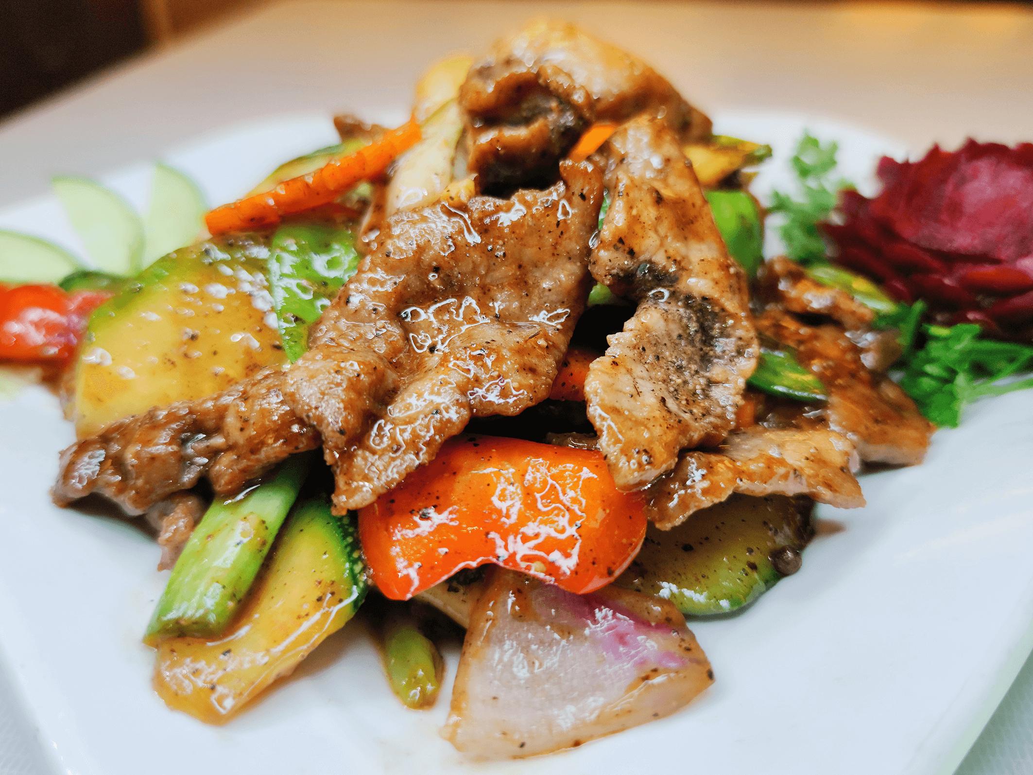 Salteado con verduras y pimienta negra.