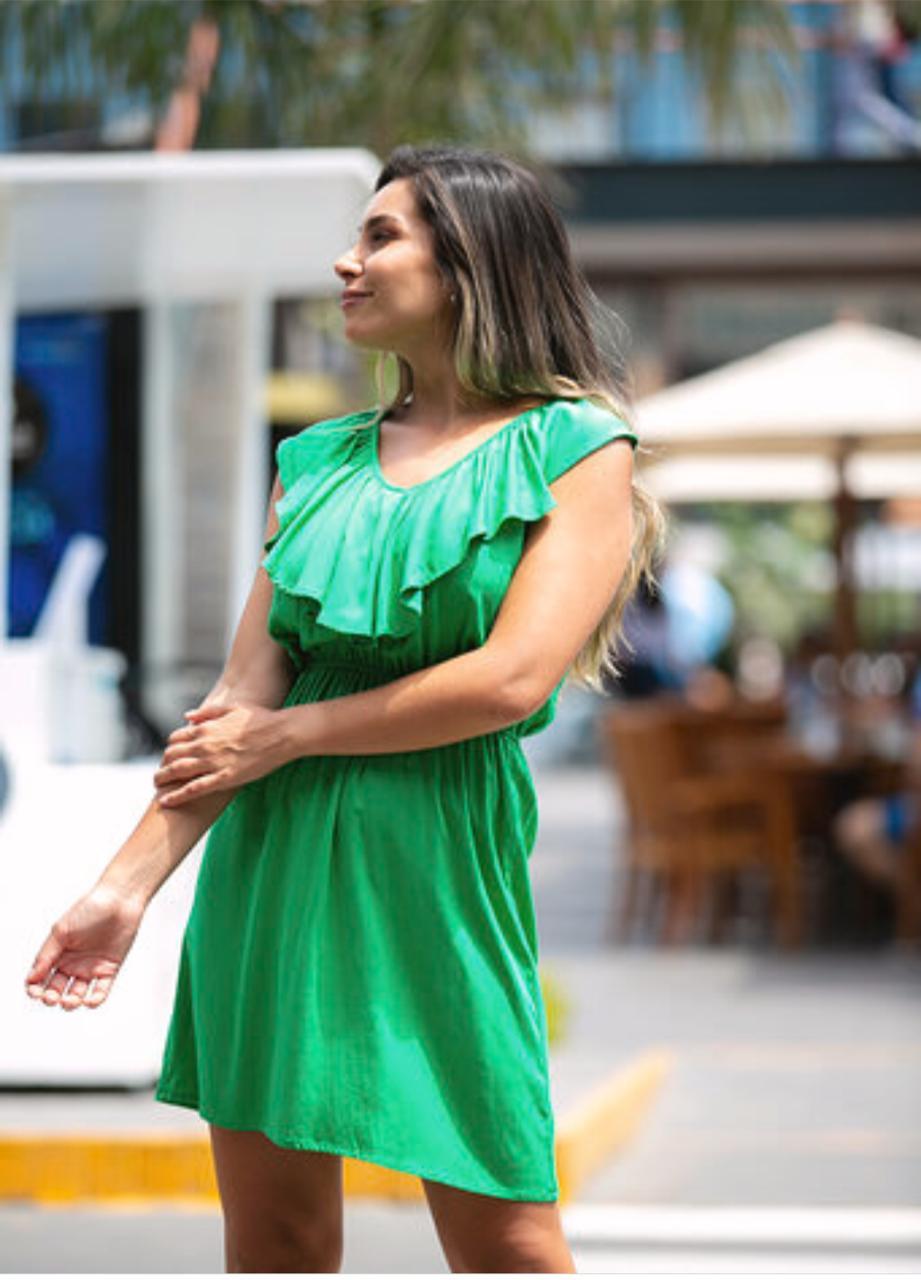 Vestido de tela plana semi strech muy cómodo al cuerpo , muy buen entalle y línea de planchado, disponible en talla S M L, de la NUEVA COLECCIÓN!!!!