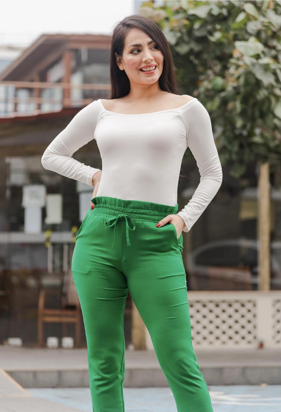 Pantalón tela rayón licrado  Disponible en talla S M L  La talla S es talla 28  La talla M es talla 30  La talla L es talla 32/34