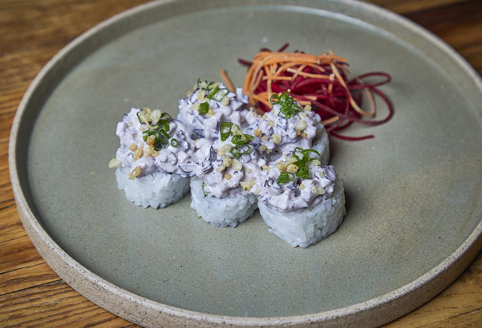Relleno de Ebi furai y palta con tartare de pulpo en mayonesa olivada y ají limo picado.