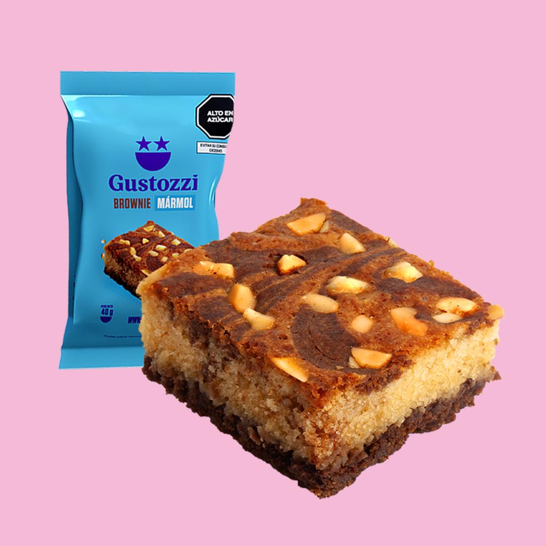 Delicioso brownie con un delicioso sabor por la combinación de vainilla y chocolate. Decorado con castañas tostadas.