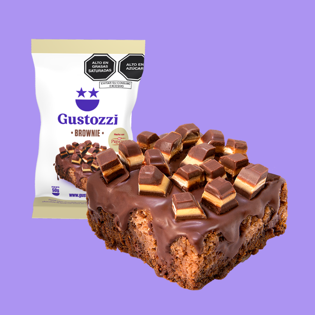 Brownie sabor a chocolate y maní con cobertura de chocolate y trozos de chocolate Princesa.
