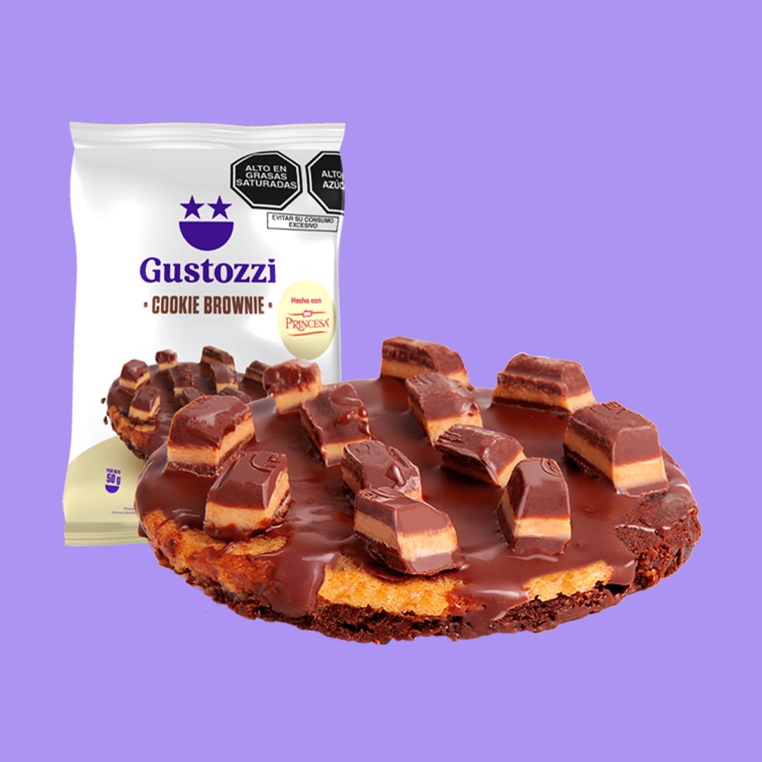 Deliciosa galleta con la textura amelcochada del brownie, cubierta de chocolate y trozos de chocolate Princesa.