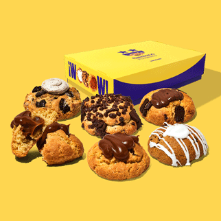 Nuestra deliciosas cookies rellenas en un formato de 6 unidades. Contienen los siguientes sabores:  Cookies Choco Nutella Cookie CInnamon Roll Cookie Chocochips Cookie´s and Cream Cookie Manjar