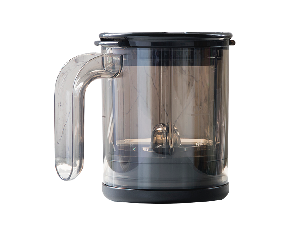 Con:  ✓ Sistema simple prensa que permite inmersión total y un filtrado rápido.  ✓ Válvula especial diseñada para realizar separación perfecta entre el café y el agua.  Apto para:  ✓ Sabrosos cafés con baja acidez y sin amargor.  ✓ Preparar cafés americanos y expresos.  ✓ Servidor 1 taza en solo 2-4 minutos  ✓ Fácil de usar y limpiar.