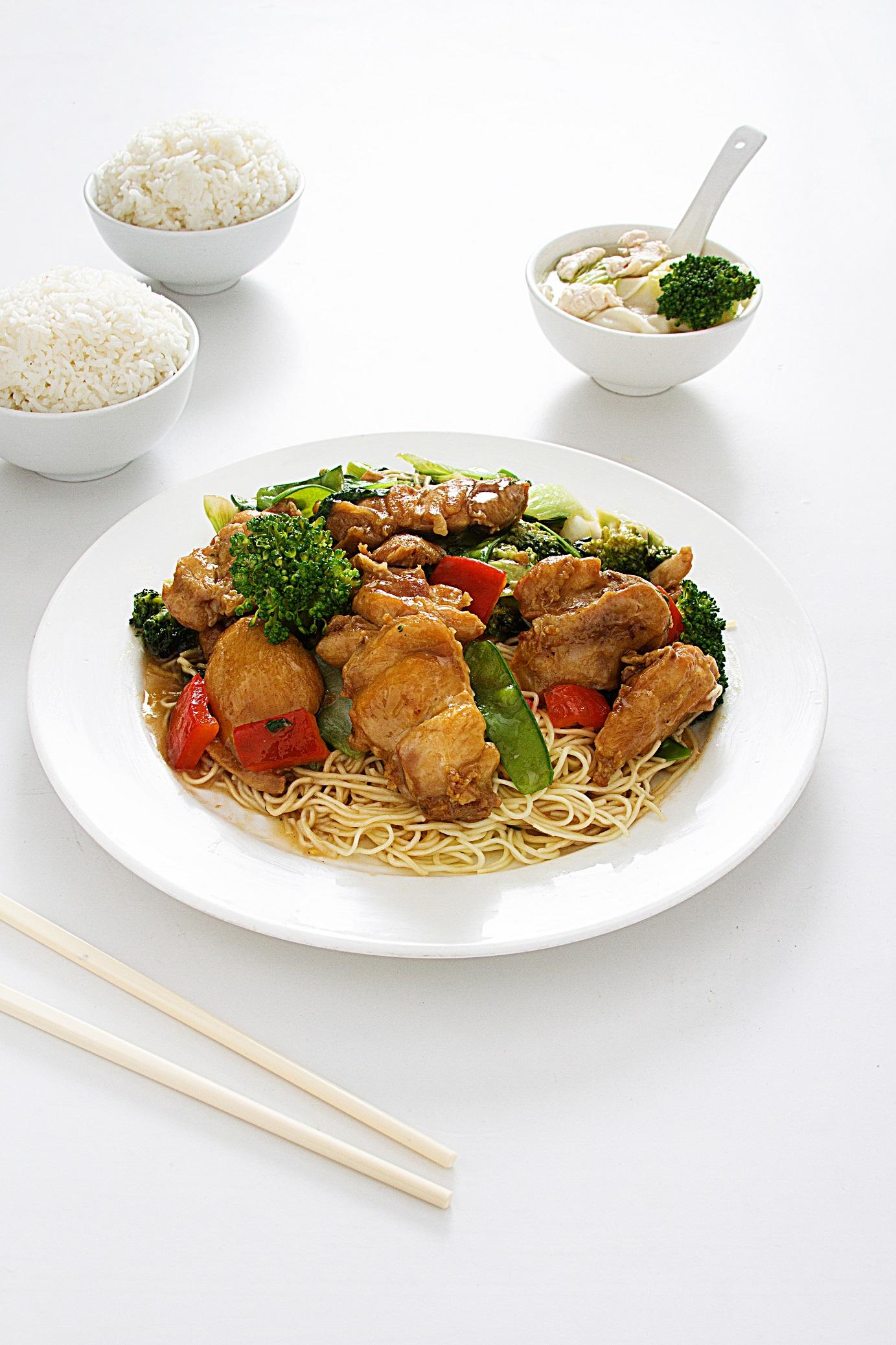 Pique FU SEN (chico) Tallarín salteado con pollo (trozo) Carne de Res salteado con KINTU Pollo CHI JAU KAYcon ostión Arroz chaufa con pollo (8 porciones) Pato asado PEKINES