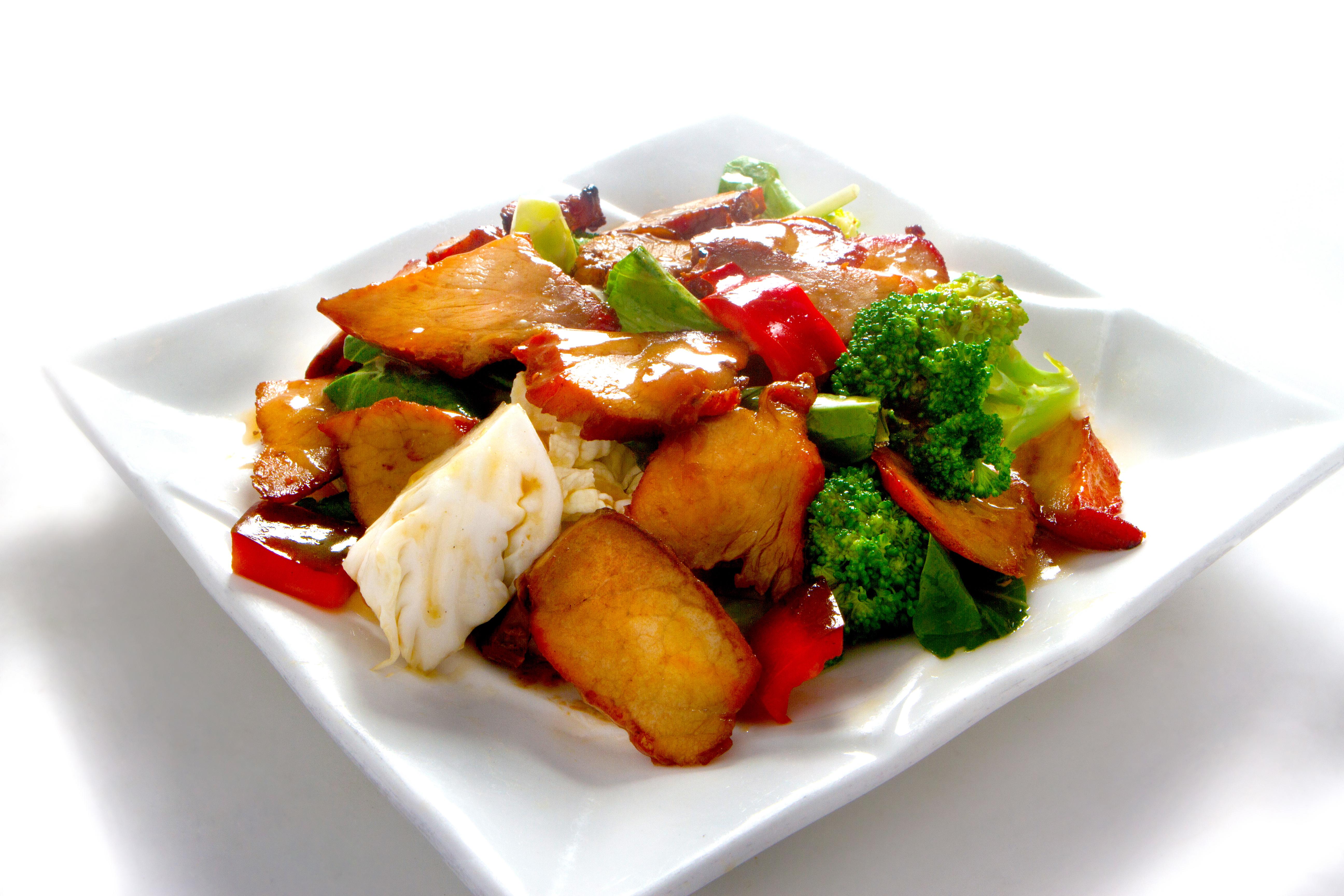 Delicioso chancho asado salteado con verduras.
