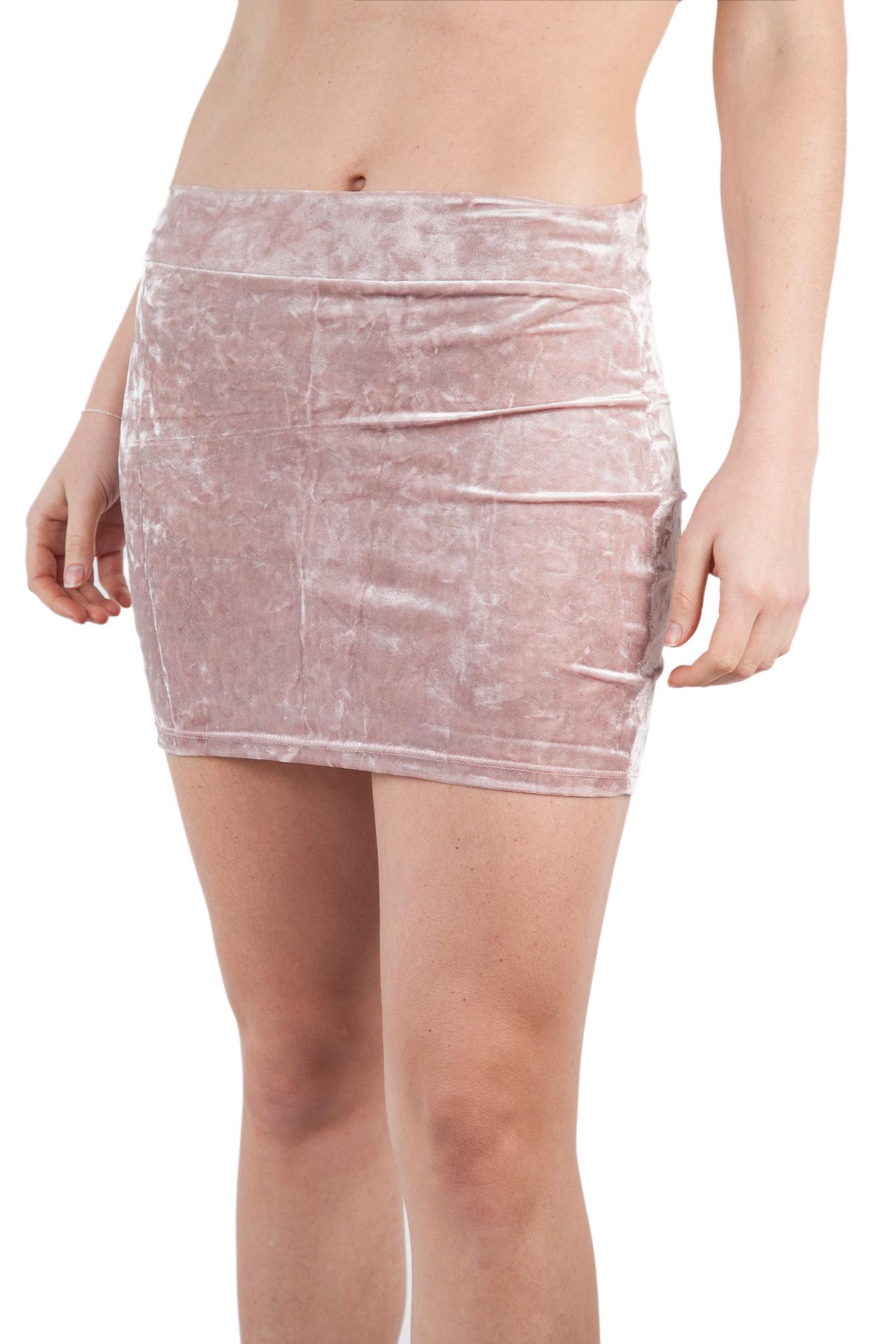 Falda velvet en palo rosa, plateado, negro y gris.