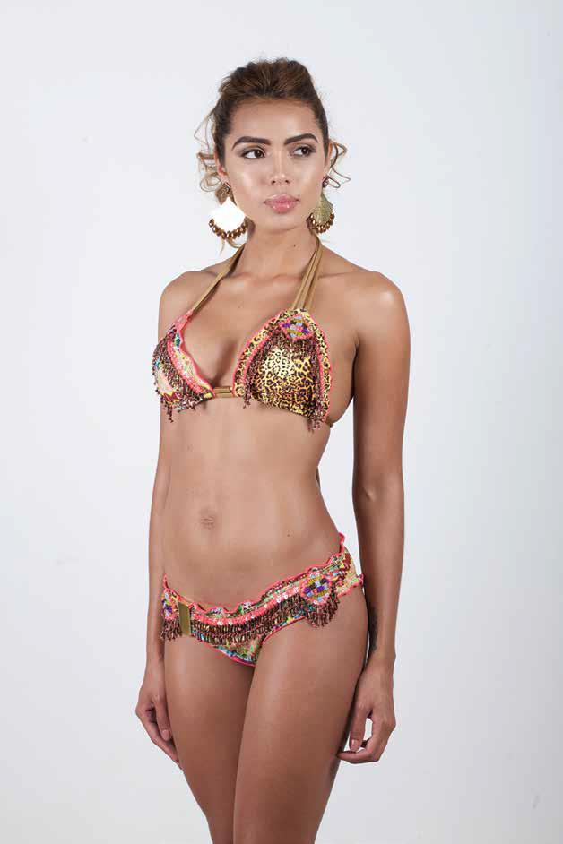 Bikini con bobos y acabados de pedrería hechos a mano.