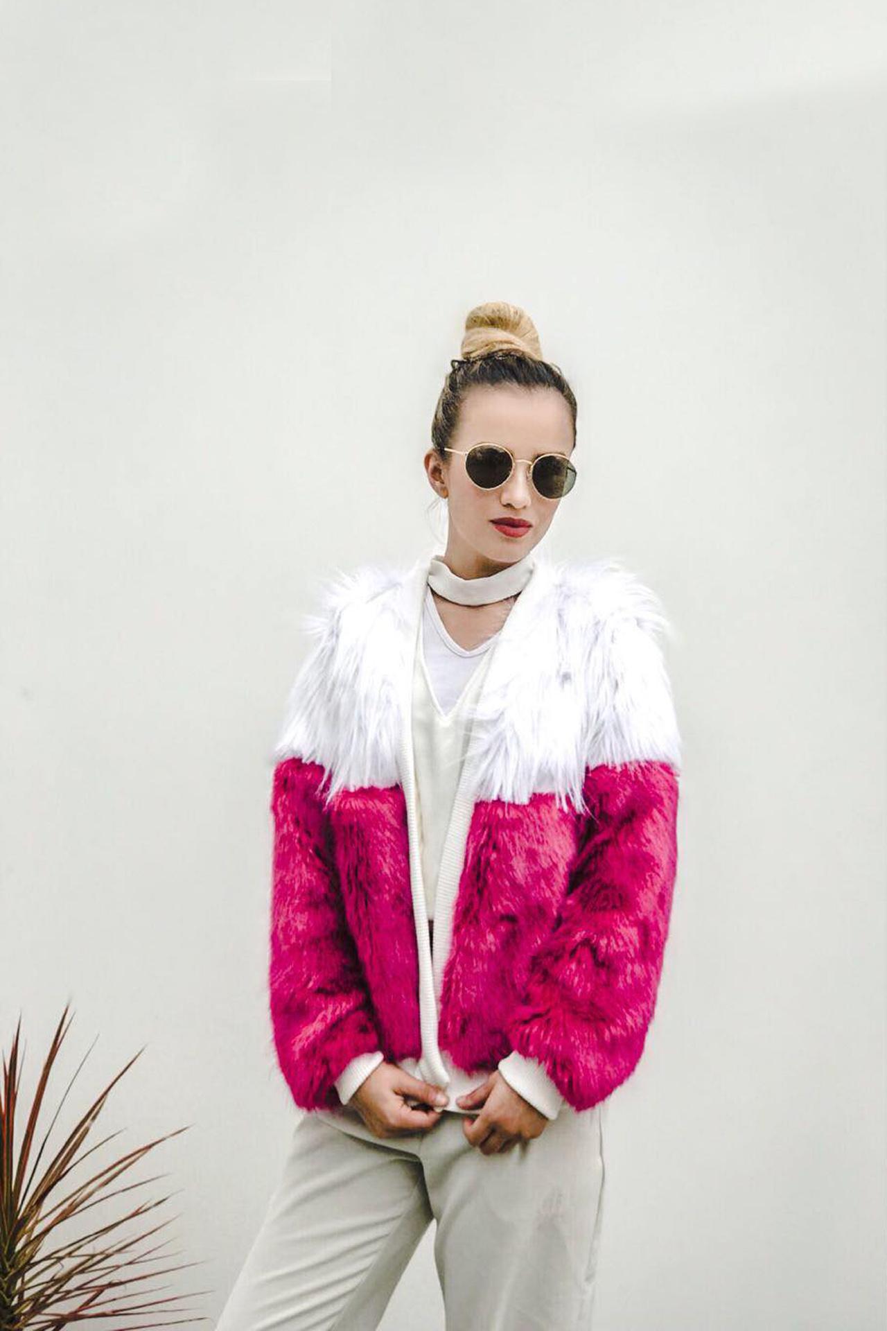 Casaca forrada por dentro y con peluche por fuera super abrigadora! Color blanco y rosado