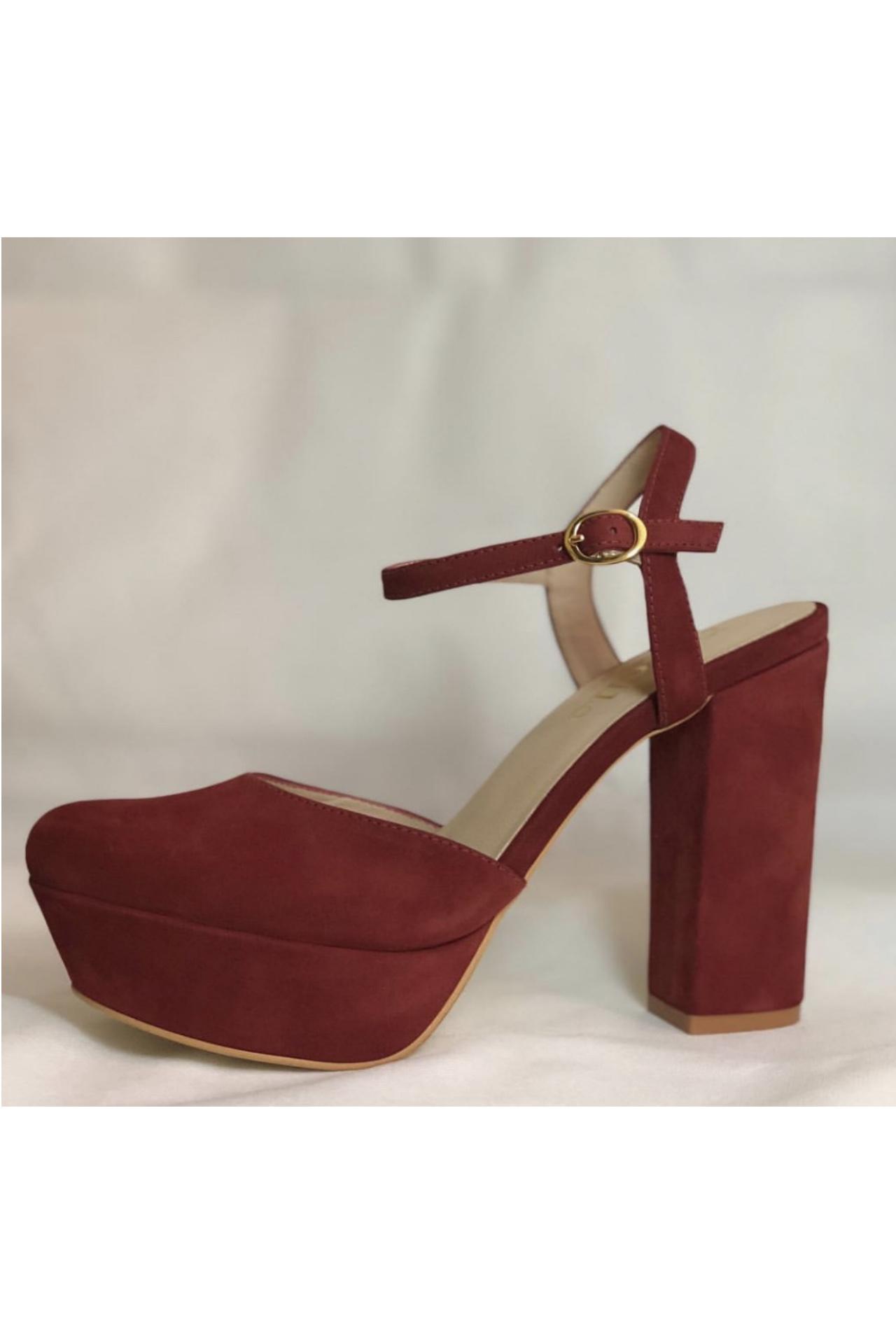 Zapatos 100% de cuero, con un taco de 12cm y una plataforma de 3cm.