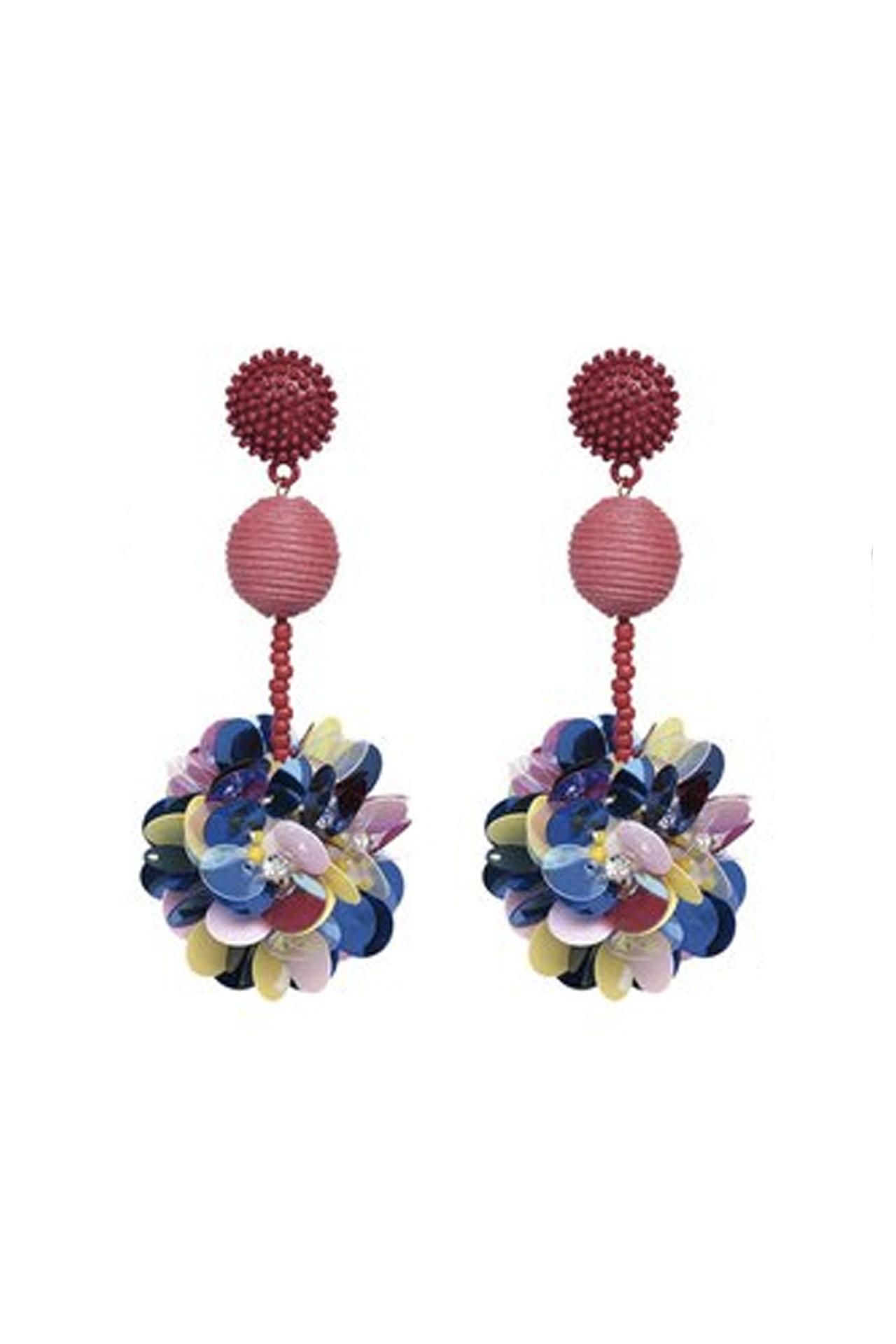 Aretes de flores de lentejuelas y mostacillas. Alto: 8.5 cm, ancho: 4 cm, peso: 32 gr.