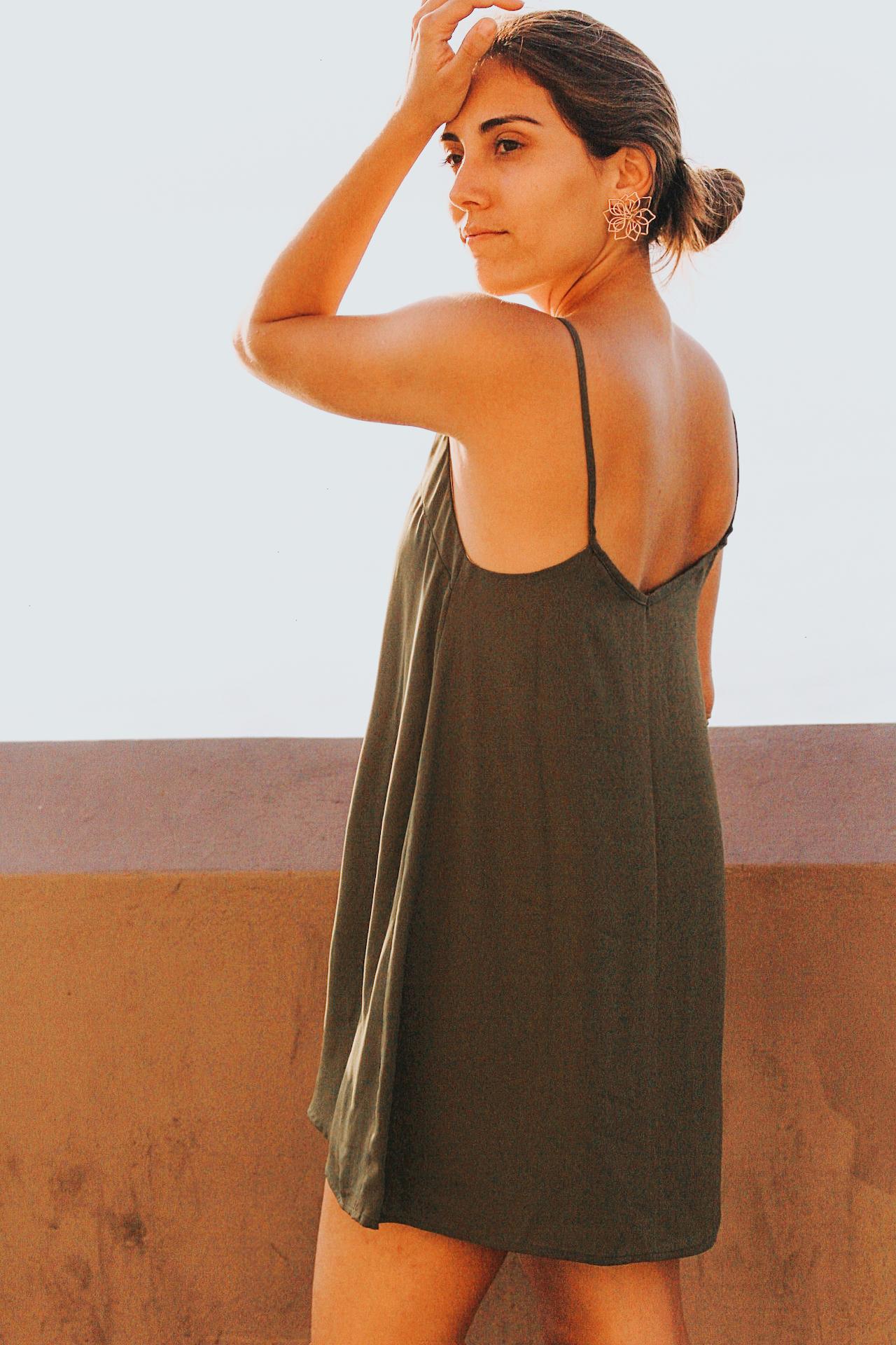 Vestido de gasa con forro de chalis, corto   Medidas:   S: Largo 78cm, Ancho Pecho 46cm, Ancho espalda 42cm, Cisa 25cm