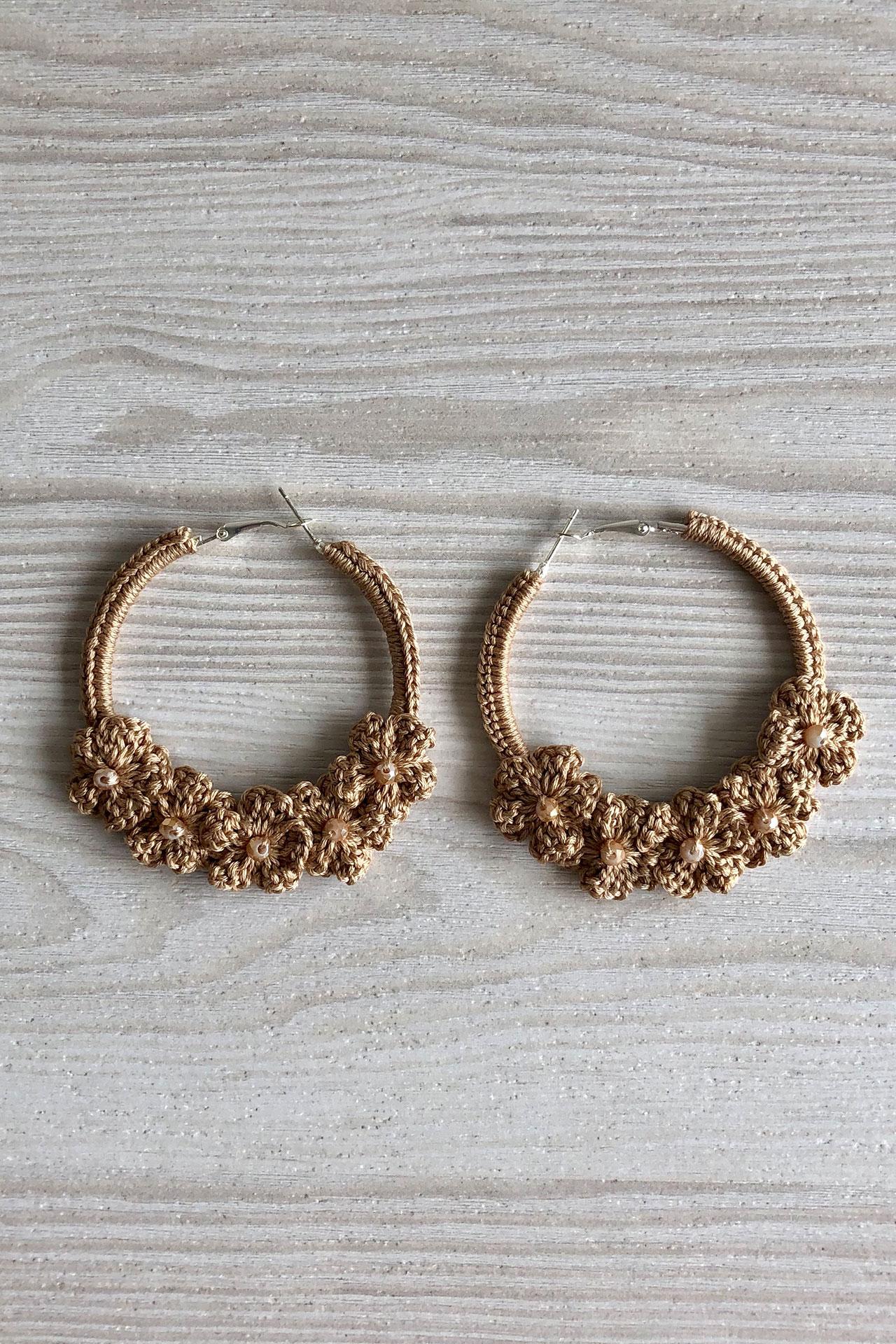 Argollas de crochet hechos a mano.