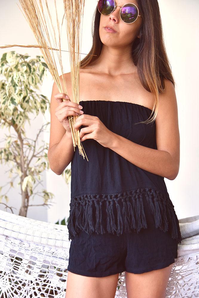 Enterizo de algodon negro con flecos adelante strapless  Medidas:  Talla Busto Cintura Largo S 28cm 54cm 57cm M 30cm 56cm 58cm