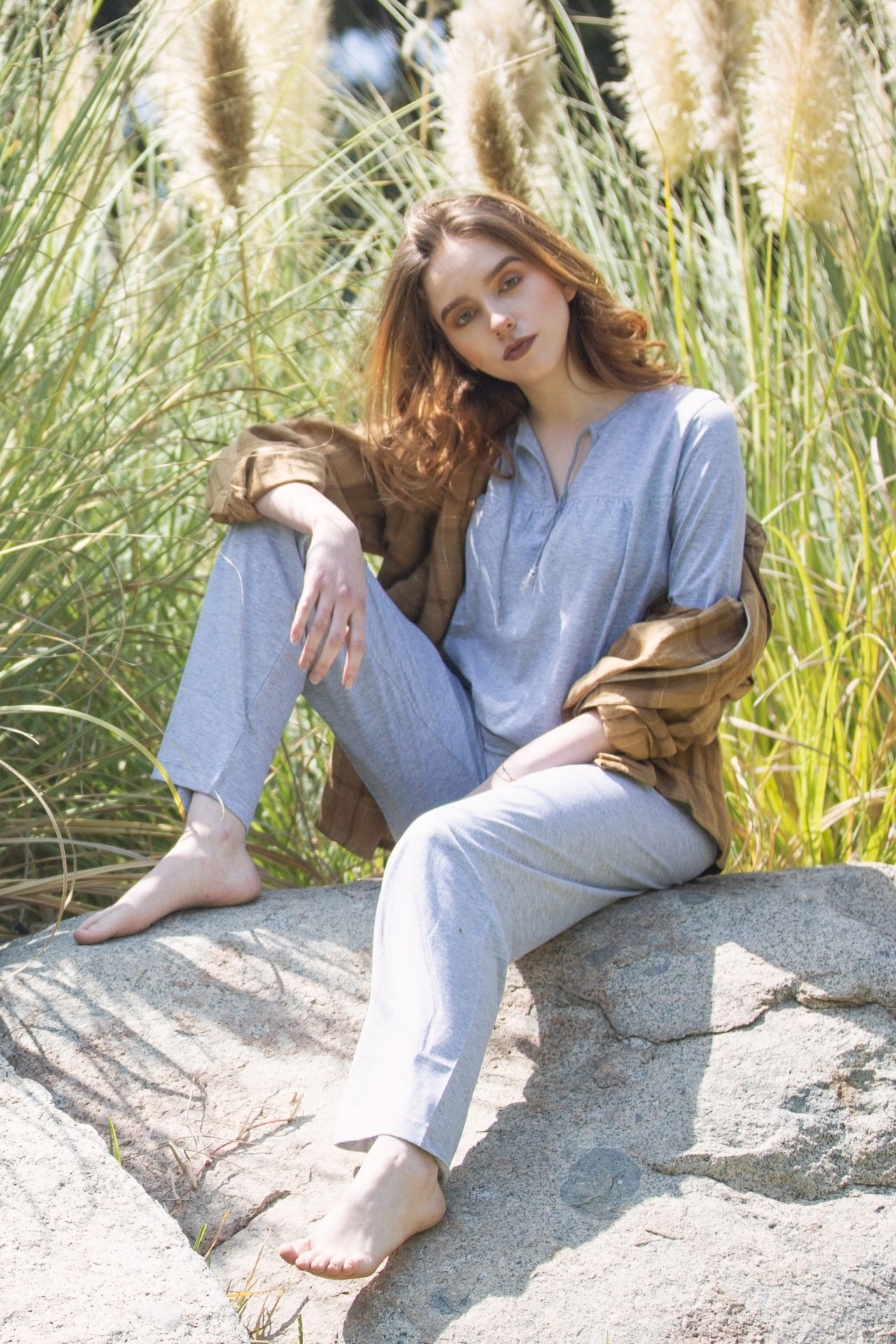 Pijama de algodón.  2 piezas pantalón y polo manga tres cuartos GRIS.