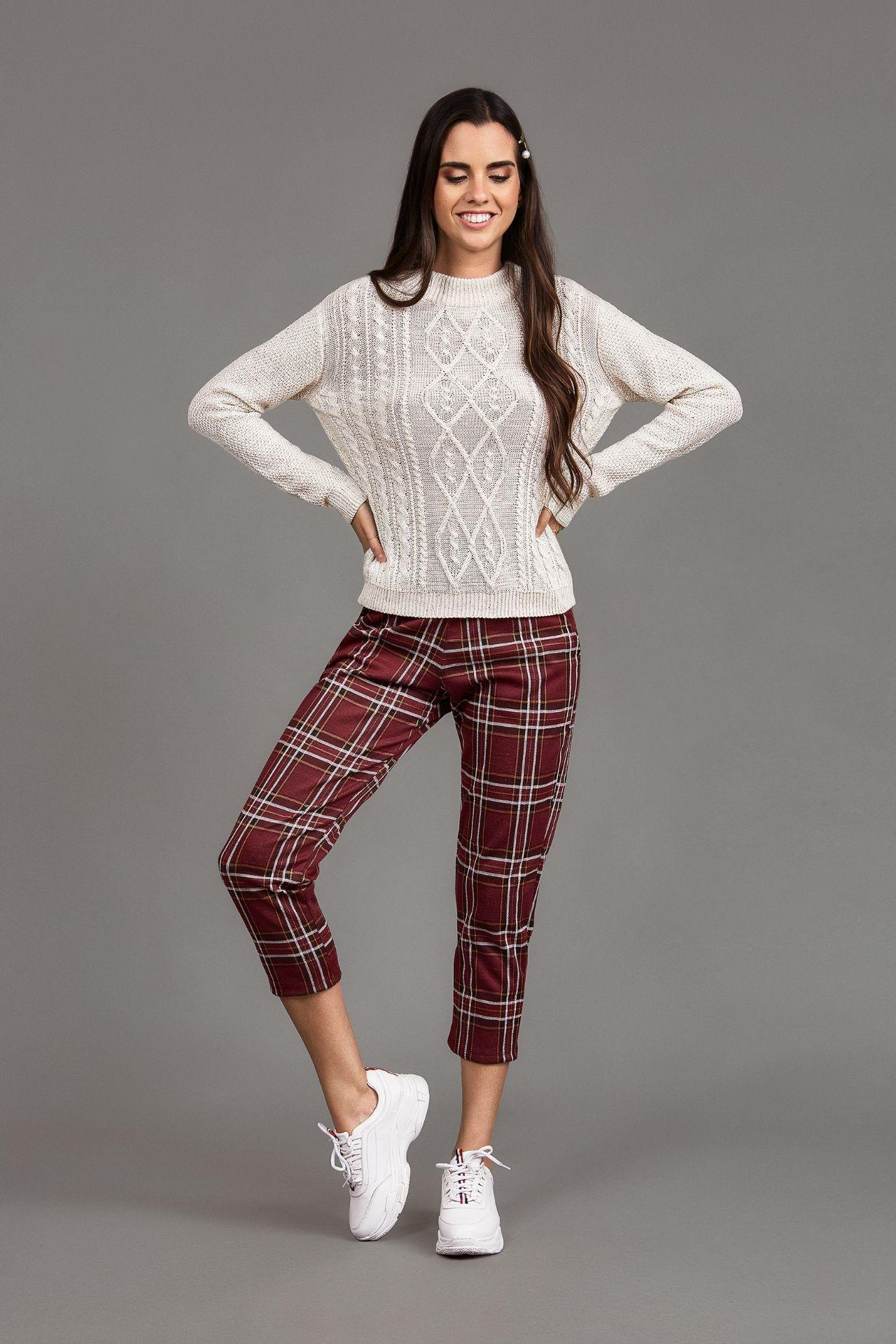 Pantalon a cuadros en jacquard con bolsillos y elástico en la cintura.
