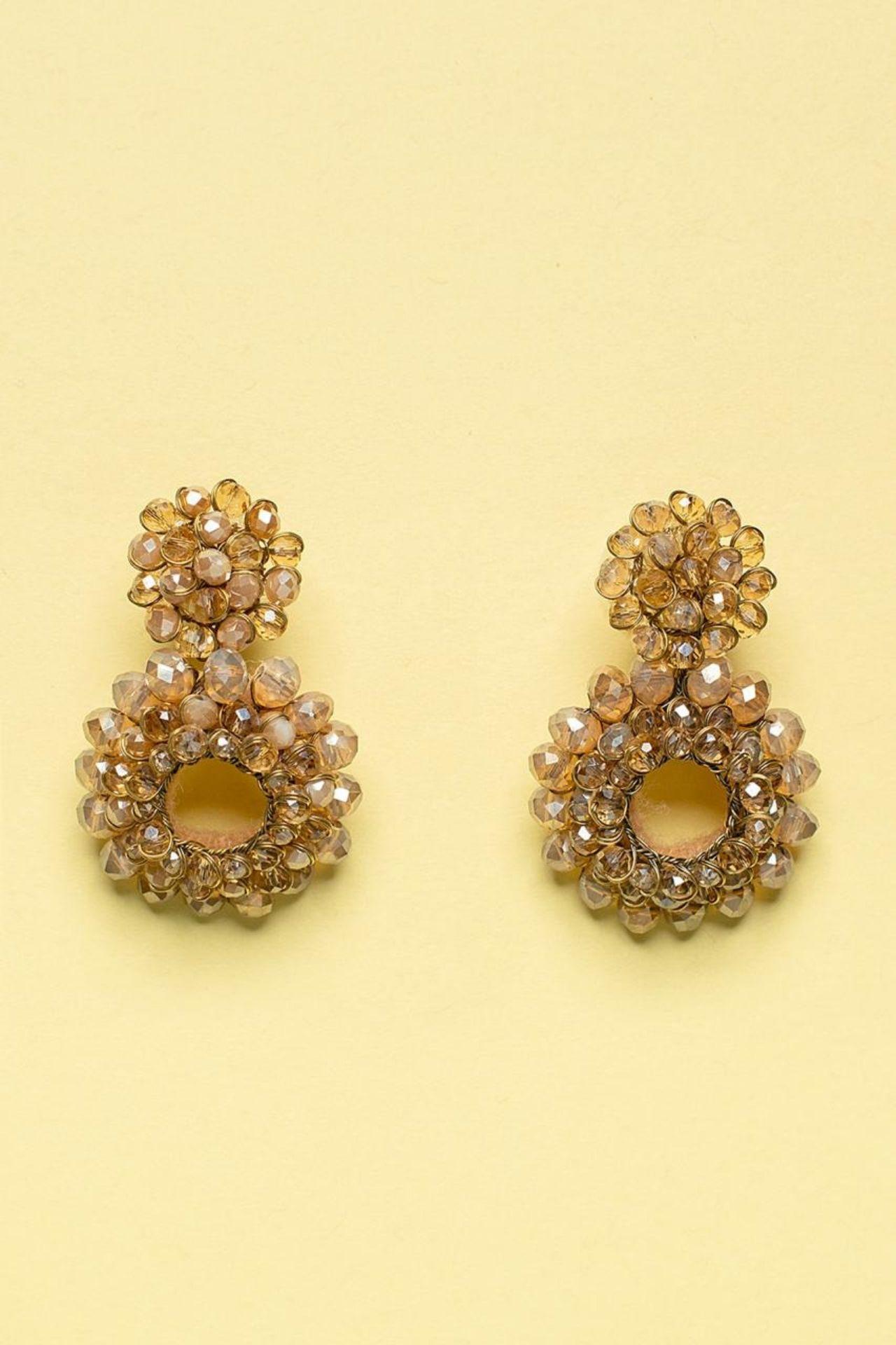 Aretes hechos a mano con alambre gold filled, postes hipoalergénicos combinado con piedras murano, perlas y mostacillas checas. Perfecto para darle un toque especial a tu look.