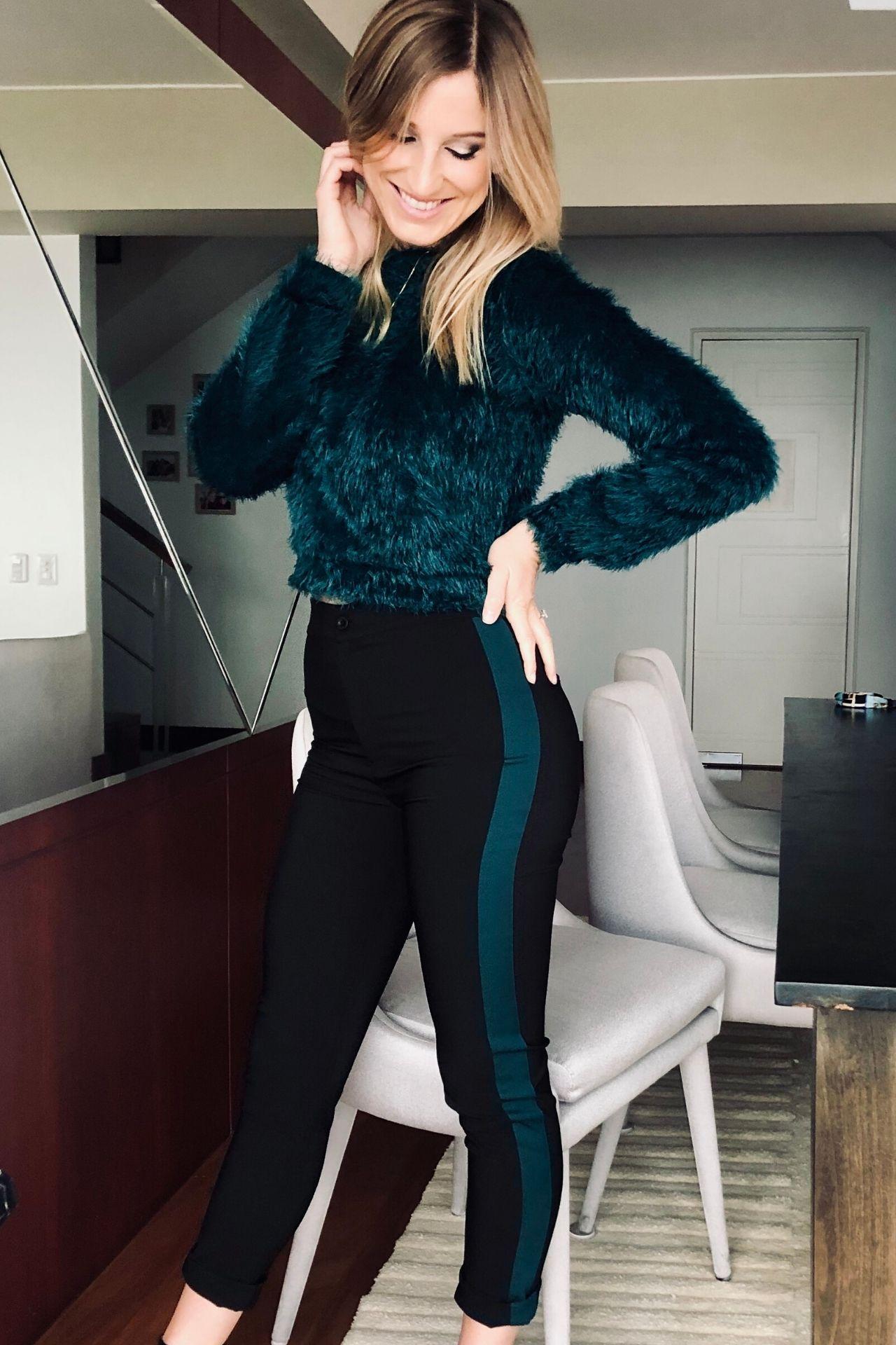 Pantalón de tela catania (97% poliéster y 3% spandex).  Color negro con una franja verde al lado derecho.  Medidas.  Talla Cintura Largo Cadera S 70cm 96cm 88cm M 74cm 97cm 90cm L 78cm 98cm 94cm