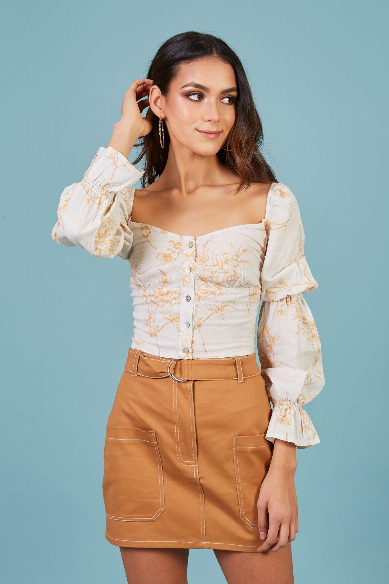 Blusa manga larga cuello cuadrado, mangas abullonadas.  Material: Lino, 100% algodón