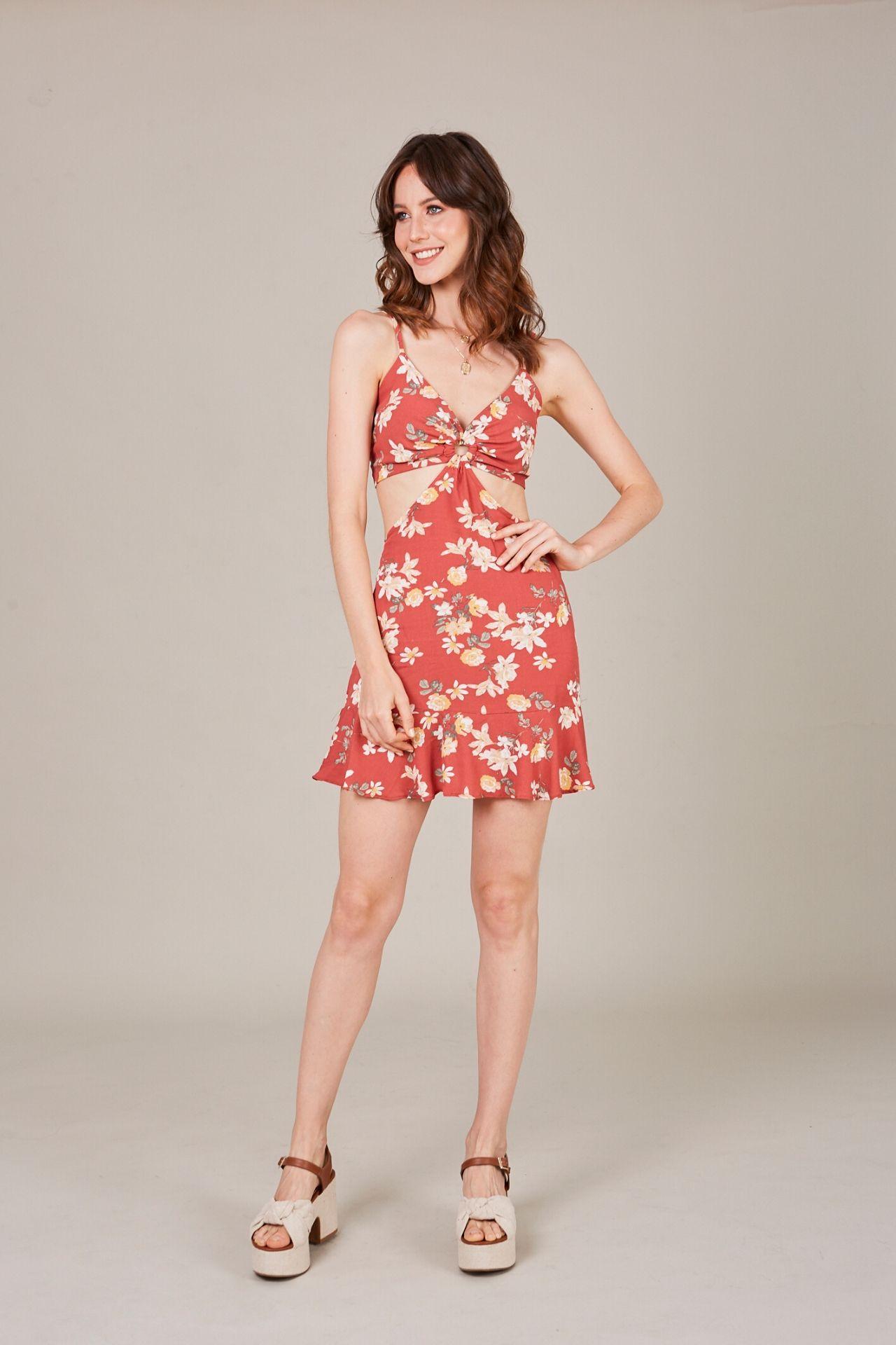 Vestido de algodón con abertura en la cintura.