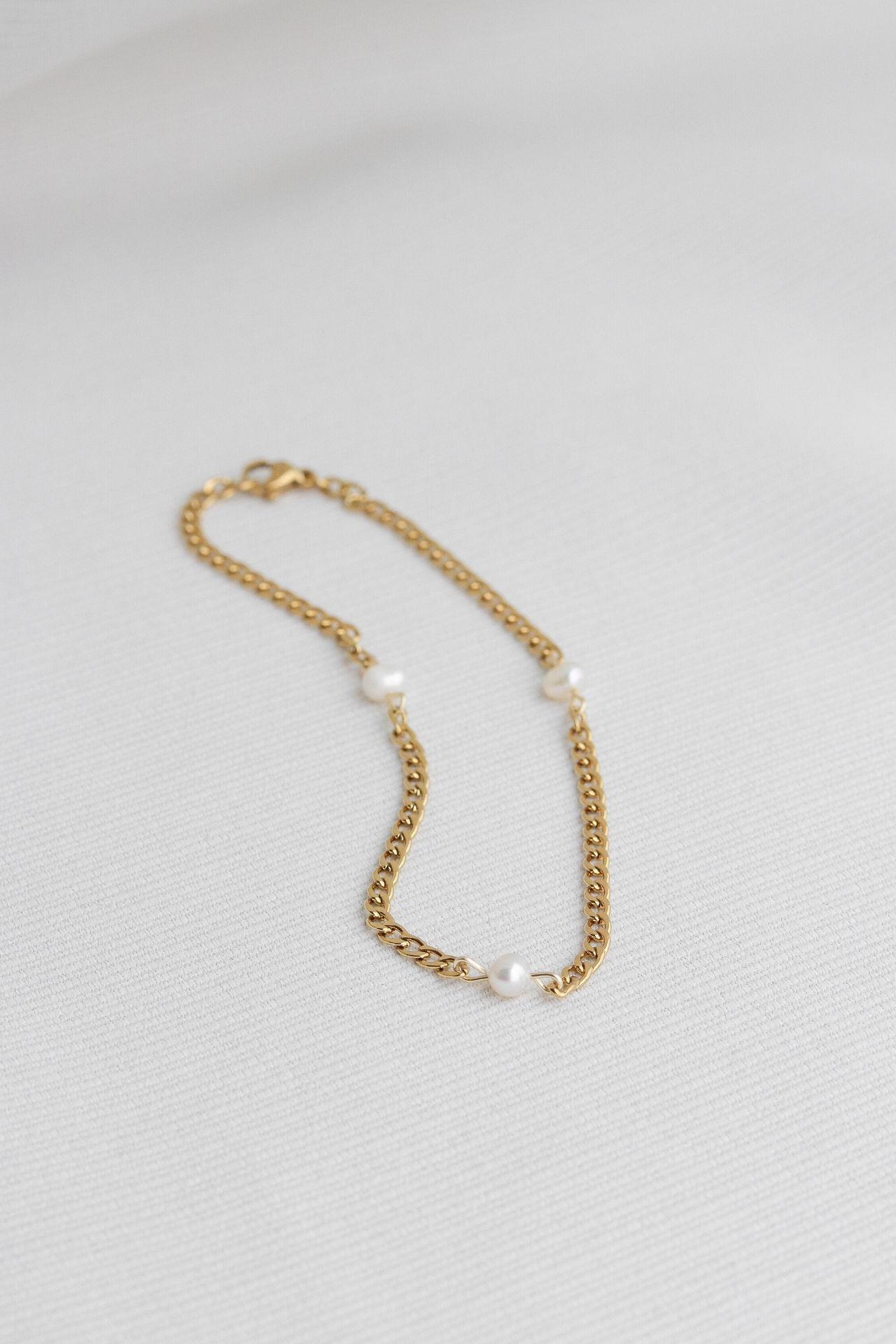 Tobillera de acerdo con perlas de río.  Tamaño: 25 cm.