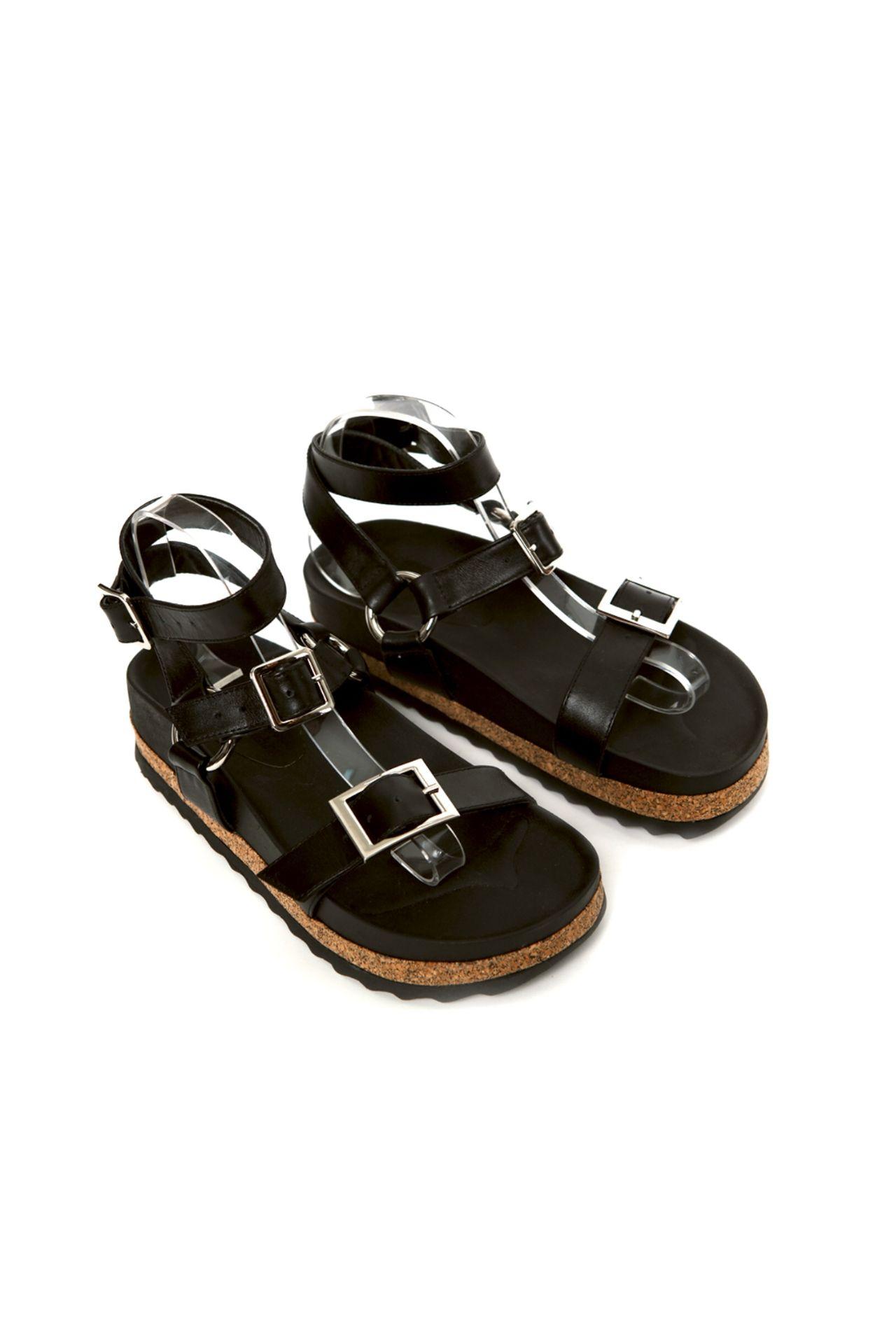 Sandalias de cuero con dos franjas horizontales y tira al tobillo  CAPELLADA: CUERO NATURAL / FORRO: BADANA NATURAL