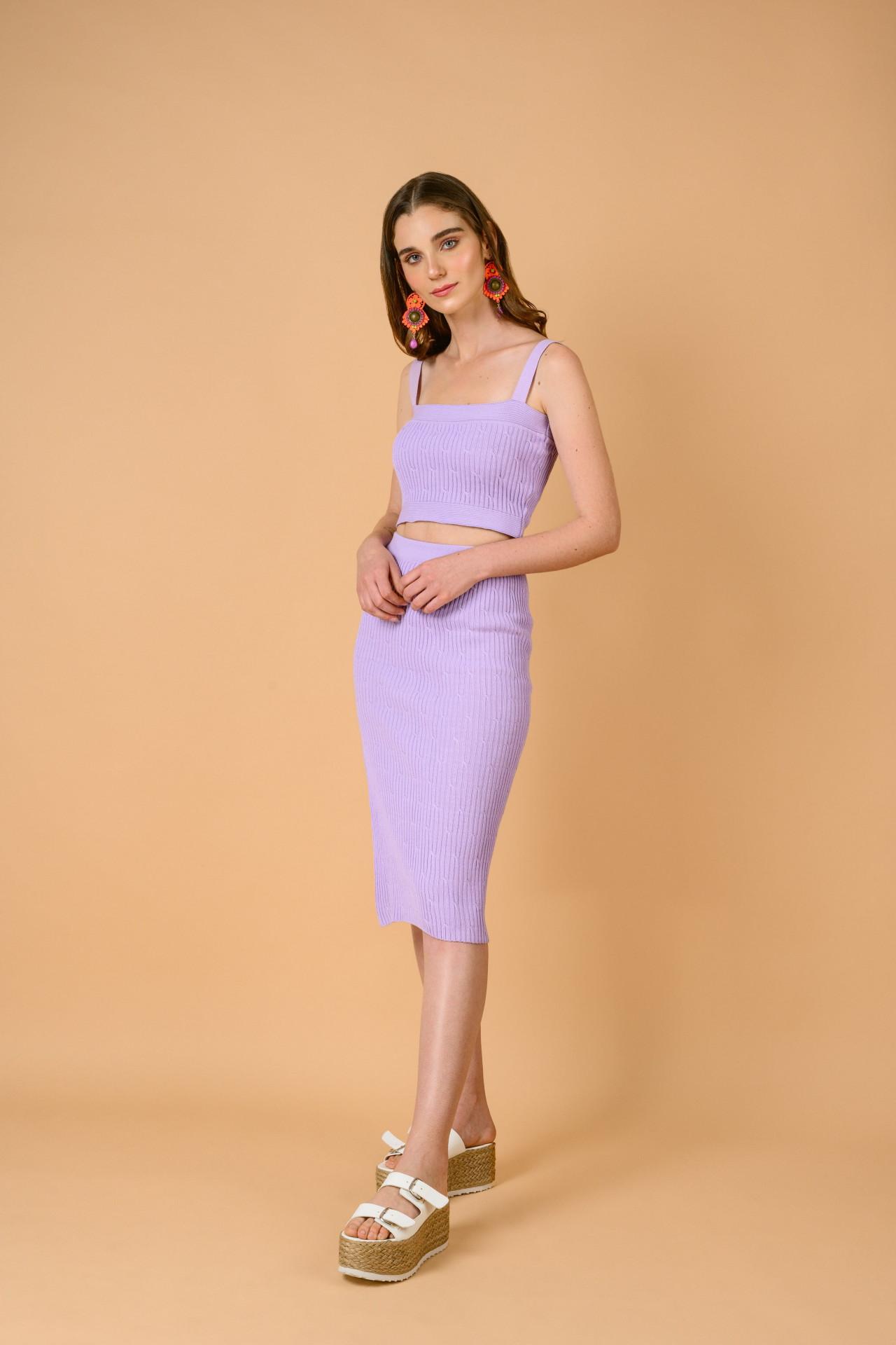 Top tejido escote cuadrado, color Lila Talla stándar Material: Hilo Algodón.