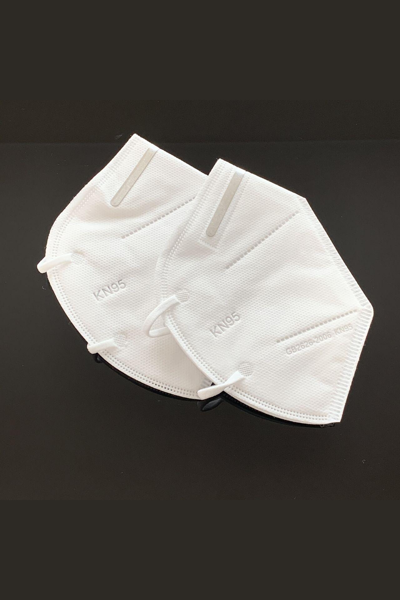 Mascarilla Protectora KN95  Composición: polypropileno  Recubrimiento suave para no dañar la piel  Dobles en la barbilla para mayor comodidad