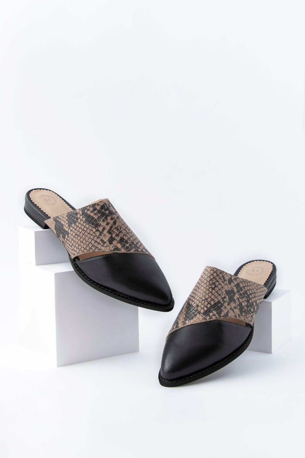 Zapatos 100% manufacturados a mano con cuero noble  Taco: 5. 5 cm  Tamaño:  35: 23.5 cm  36: 24.5 cm  37: 25 cm  38: 25.5 cm  39: 26.5 cm  40: 27 cm  La horma es exacta, en esta marca serías la misma talla que usas normalmente.