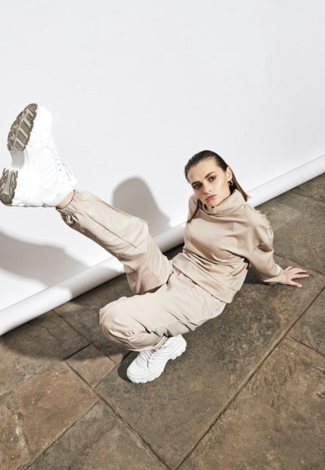 Preventa: Entrega del producto en 7 días útiles.  Chunky sneakers blancas de cuero. Tienen 6cm de altura  CAPELLADA: CUERO NATURAL / FORRO: TELA / ALTURA: 6CM