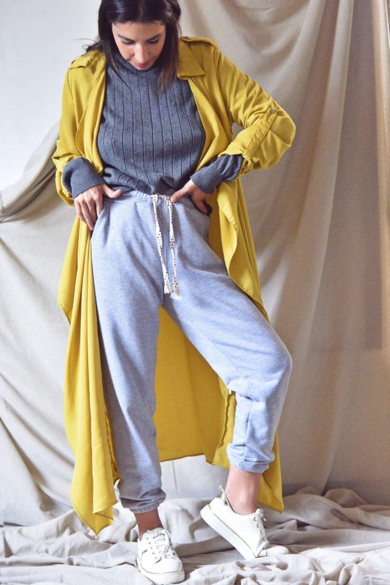 Jogger de algodón con una pitita para ajustar a la cintura.  Es talla standard, para una talla 26, 28 y 30.